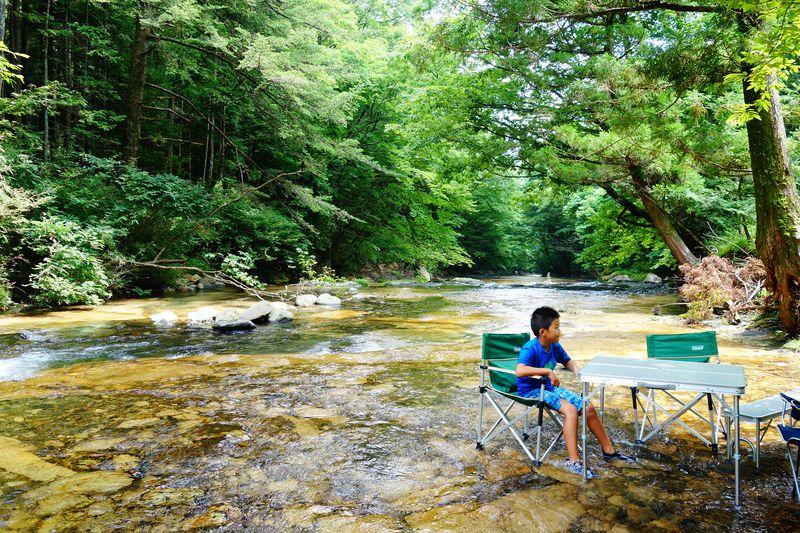 天然の川床でひ〜んやり!!日光の涼スポット霧降川「床滑」で川遊び