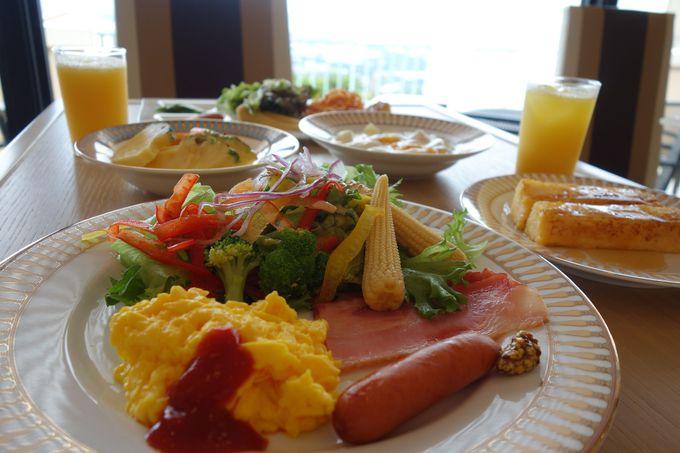 イタリアンレストランでフルーツたっぷり、お野菜たっぷりの朝食を