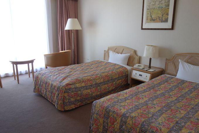 明るい日差しが差し込むリゾート気分満点の客室