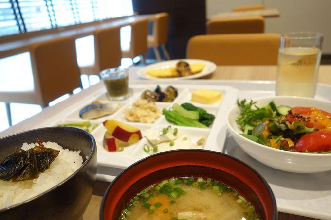 シェフこだわりの朝食は手作り惣菜と東京の味をお届け