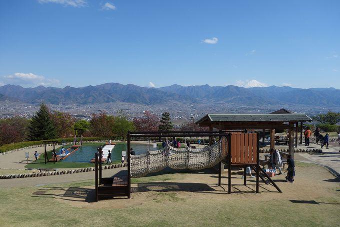 山梨市「笛吹川フルーツ公園」は世界遺産・富士山を望む贅沢な公園
