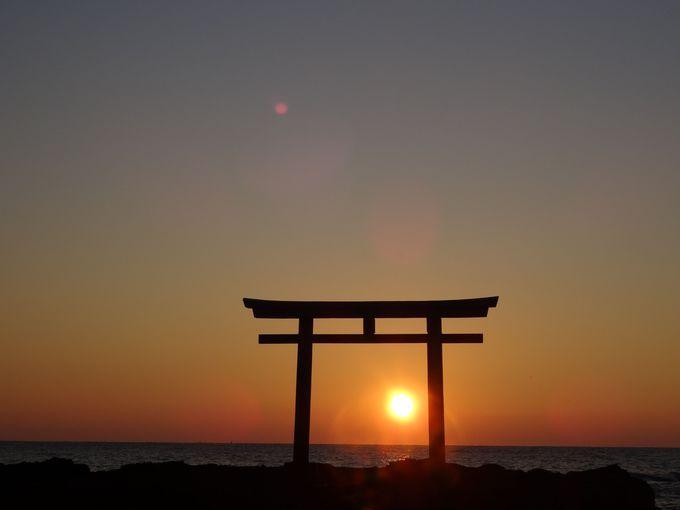 絶景の初日の出を見るなら!鳥居×朝焼けが美しいパワースポット「神磯鳥居」(茨城)