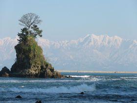 富山県・立山シーサイドライン!海の上に浮かぶ北アルプスを見に行こう!!|富山県|トラベルjp<たびねす>