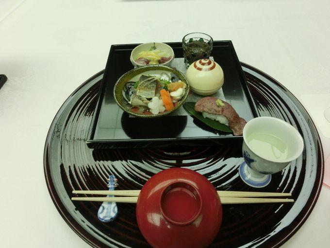 お料理は地物を使った懐石コース!お料理だけではない宿泊客への配慮がたくさん!