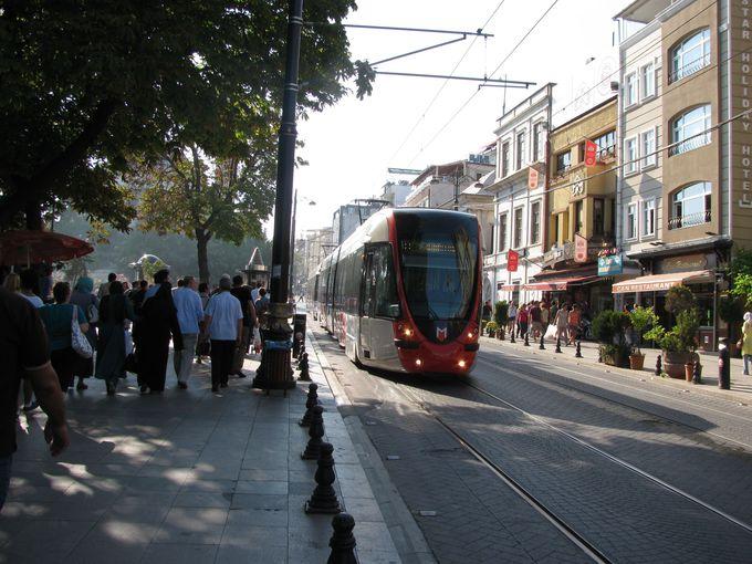 市内観光、坂道には便利なトラム