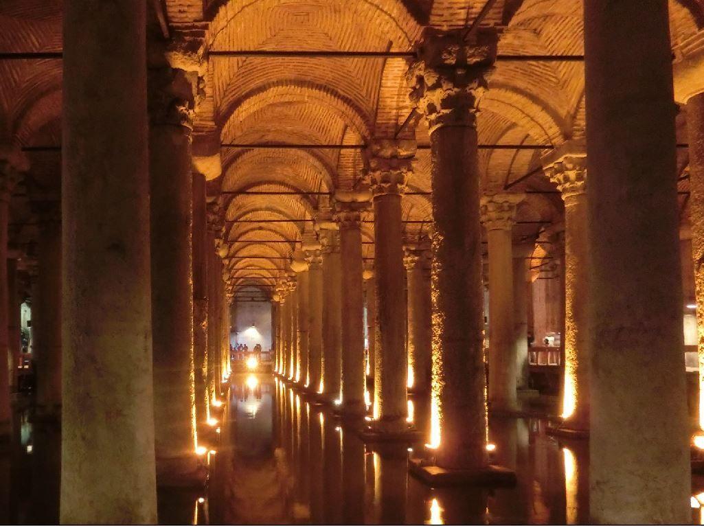 地下宮殿にはメデューサの首が?イスタンブールの穴場観光スポット