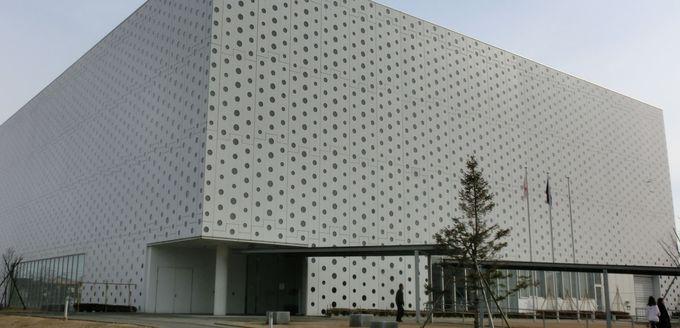 世界に紹介された金沢海みらい図書館