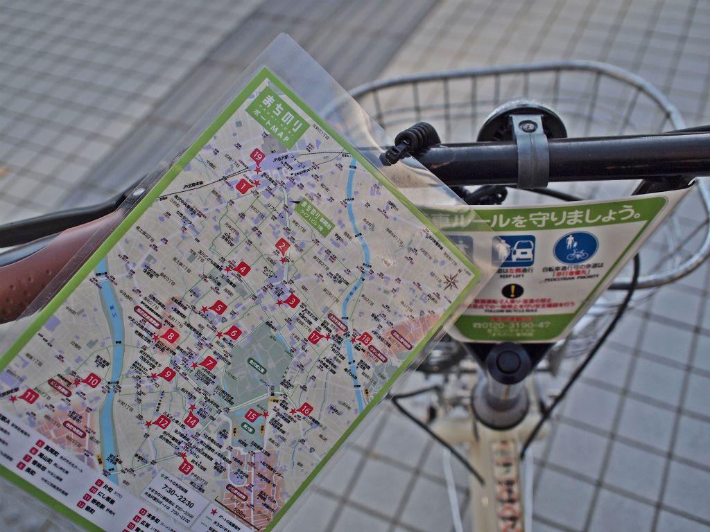 自転車のカゴには便利なルートマップつき!