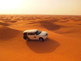ドバイで絶叫!4WDで砂漠を駆け巡るデザートサファリツアーが熱い!