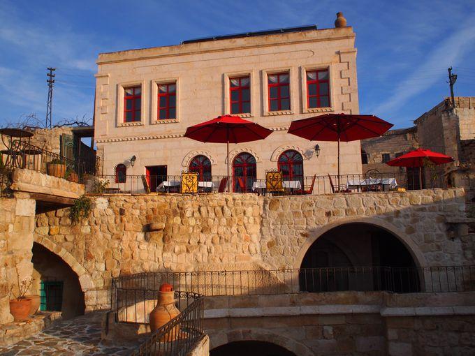 オルタヒサル村にある小さな洞窟ホテル