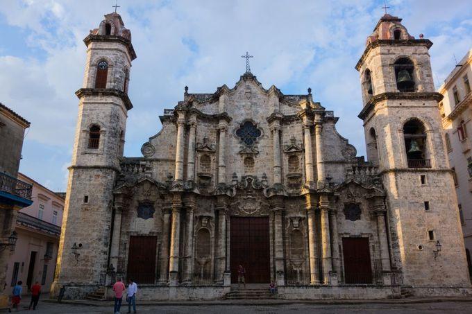 バロック建築の大聖堂が美しいカテドラル広場
