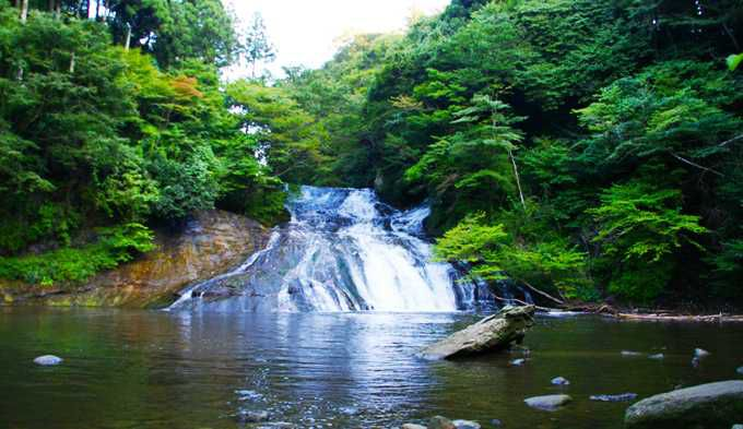 房総一を誇る名瀑、粟又の滝へ