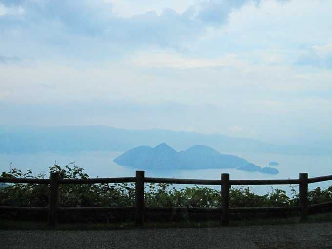 ホテルから洞爺湖を眺める