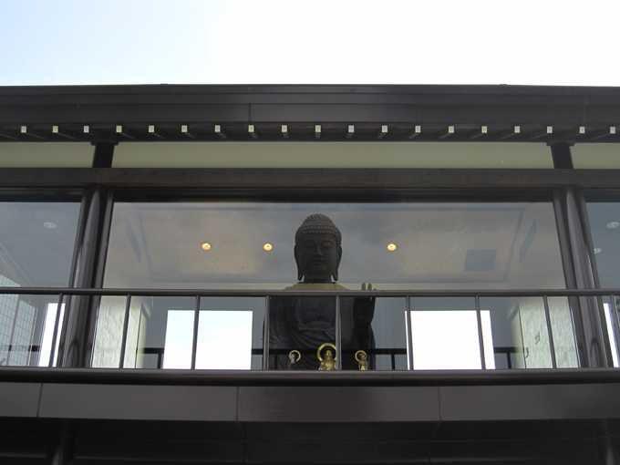 釈迦三尊と大仏が出合う地点