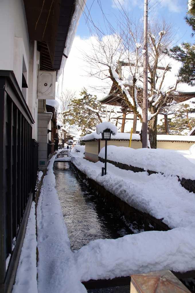 白壁土蔵と瀬戸川