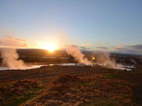 アイスランドで押さえておきたい! 大迫力の間欠泉・滝、そして地球の割れ目