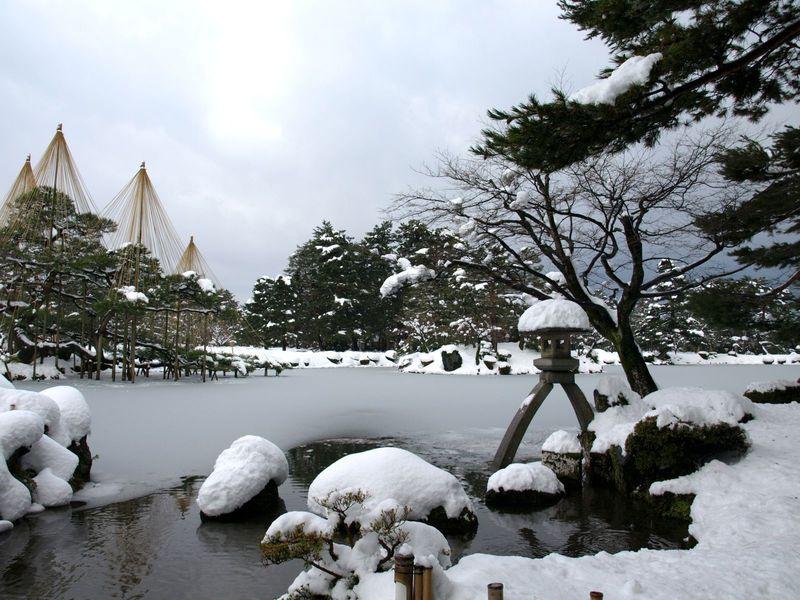 冬にだけ会える 雪化粧の兼六園!一年で一番まぶしい冬の金沢歩き