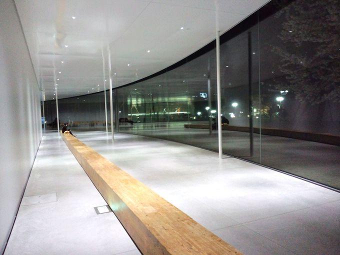 人々が集う公園のような美術館「金沢21世紀美術館」