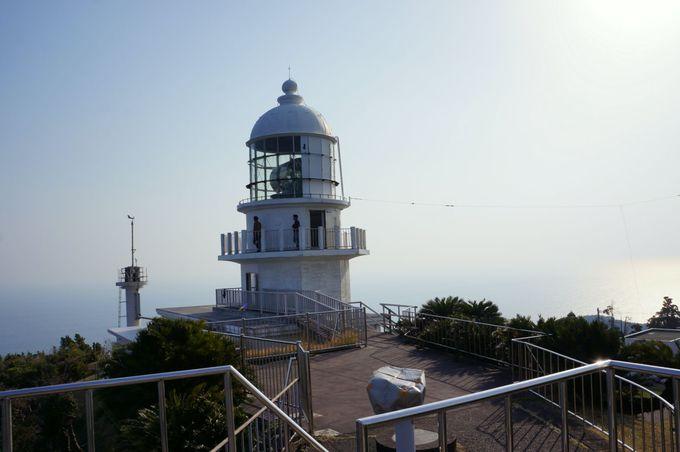 日本の灯台50選に選ばれた、白亜の灯台「都井岬灯台」