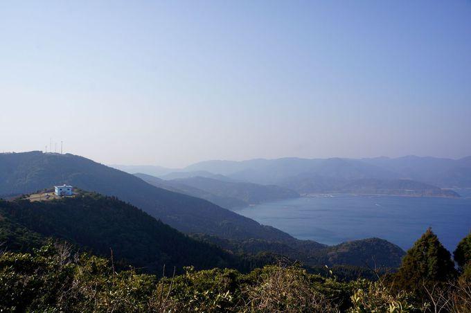 青い海と壮大な景色が広がる岬の先端!