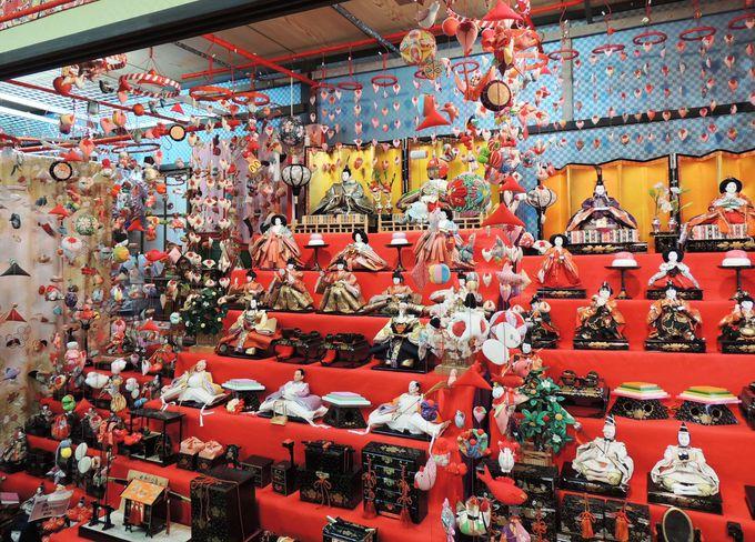 「日本三大つるし飾り」の一つ、「稲取温泉 雛のつるし飾りまつり」