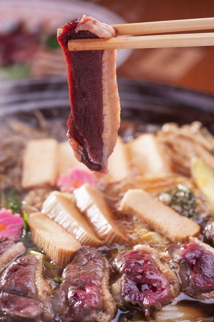 「坂網鴨」を加賀の伝統料理「治部煮」をベースにした鴨鍋で味わう
