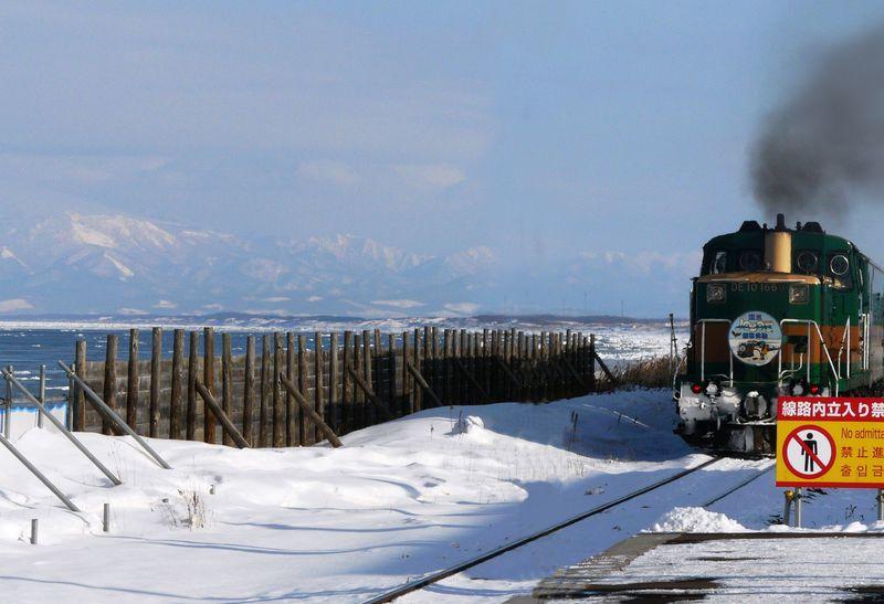 日本で唯一ホームから流氷が見える駅、JR釧網線「北浜駅」へ行こう!