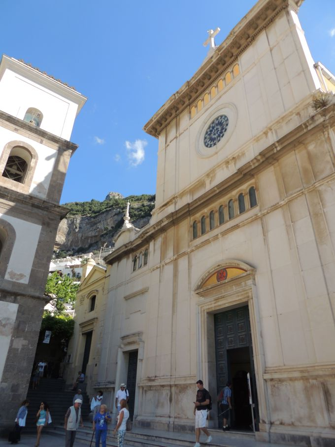 伝説のマリア像が掲げられるサンタ・マリア・アッスンタ教会