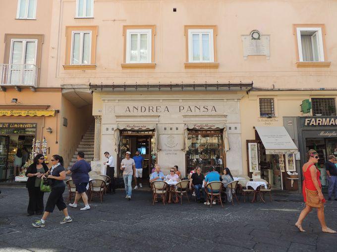 ドゥオモ広場にある老舗パスティチェリア・カフェ「パンサ」
