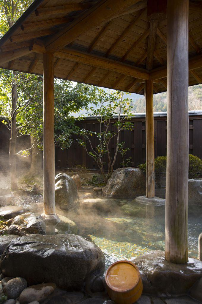 源泉かけ流しの大浴場で、下呂温泉のなめらかな湯を堪能