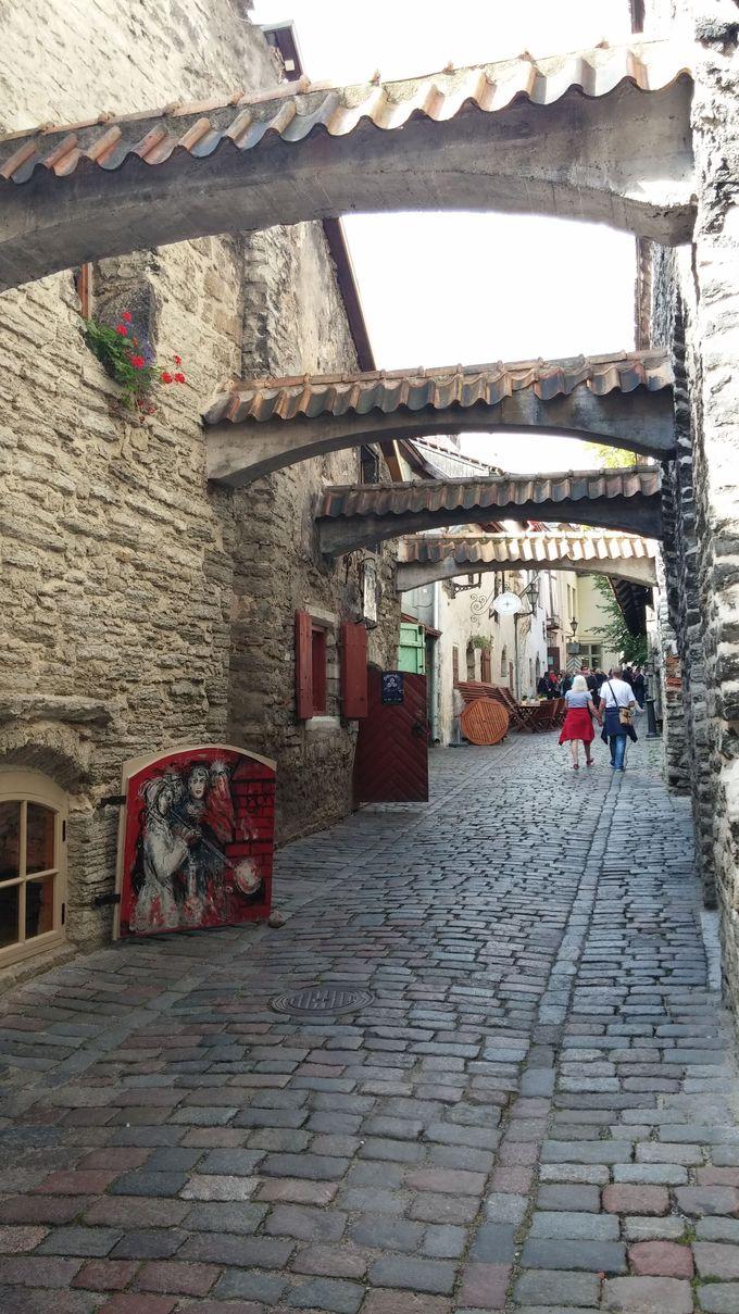 クラフトショップの多い石畳の道「カタリーナ通り」を歩く