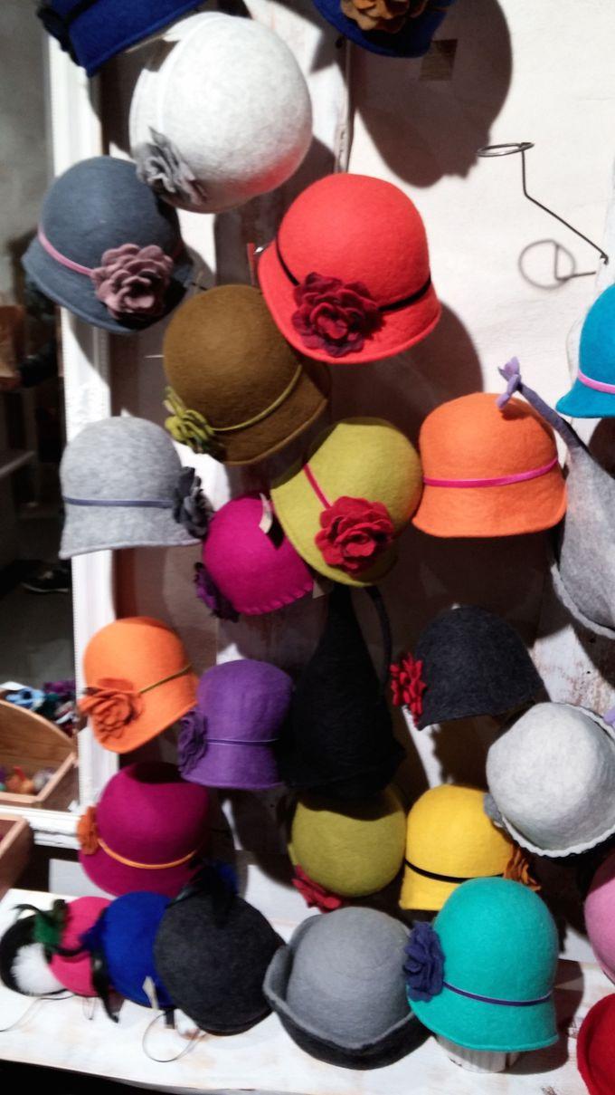 カラフルなフェルトの帽子がおしゃれな「フェルトミル」