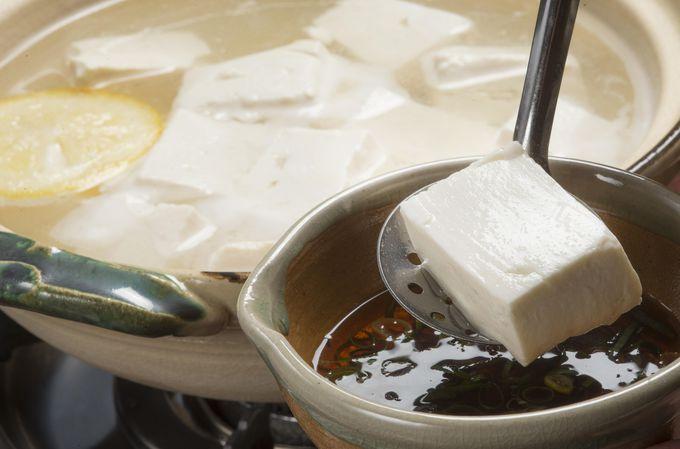 南禅寺「順正」の湯豆腐は、ふんわりなめらか。