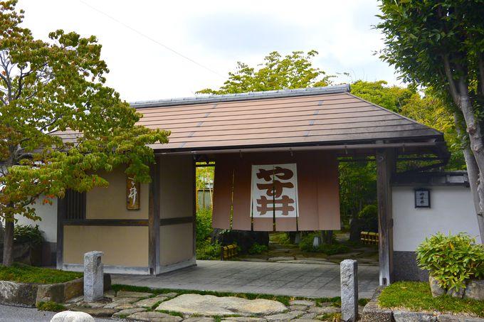 ご城下の宿「料亭旅館 やす井」は玄関から別世界の雰囲気