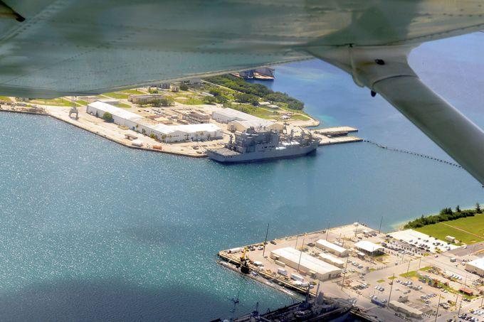非日常の極み!軍艦や潜水艦が停泊するアプラ港海軍基地