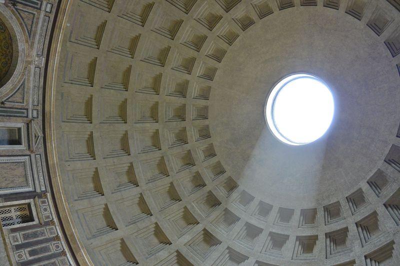 ミケランジェロも称賛!ローマ観光では古代ローマの建築「パンテオン」を見逃すな