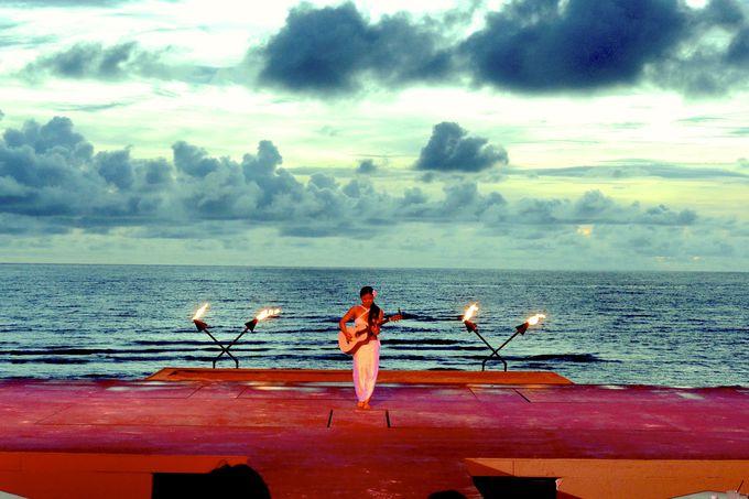 グアム最大級のステージ「ザ・ビーチ BBQビュッフェディナー&ショー 『タオタオ・タシ』」