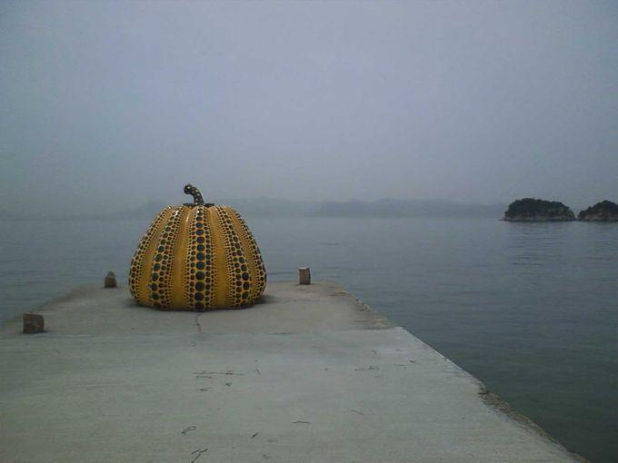 海に溶け込むおおきなかぼちゃ