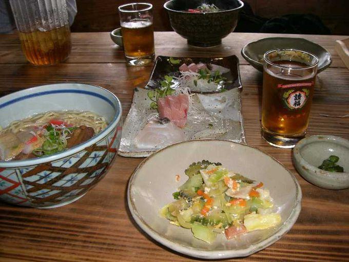 昼食は居酒屋で沖縄料理