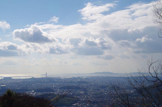 姫路の中心市街地と播磨灘を一望