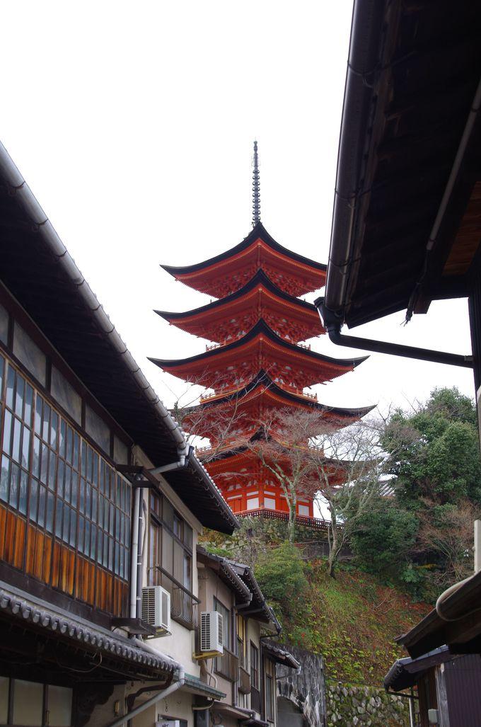 町屋通りから五重塔を撮る。