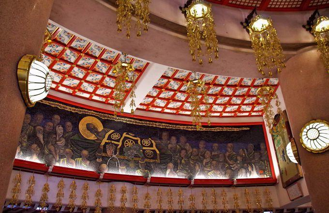 釈迦の一生を描いた壁画