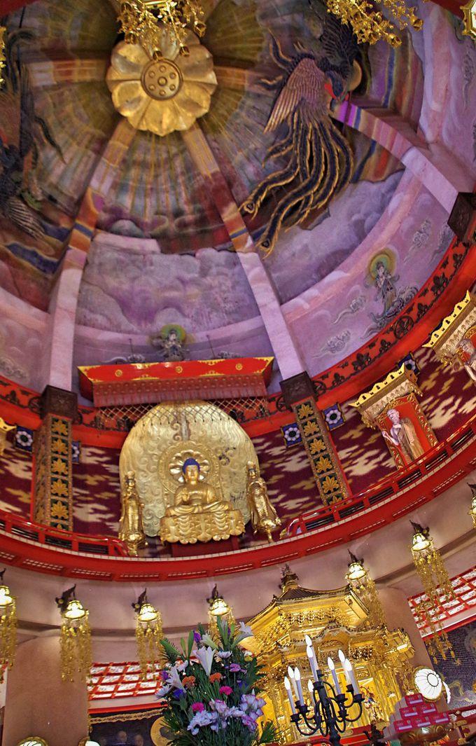 仏舎利塔内部は驚きの空間