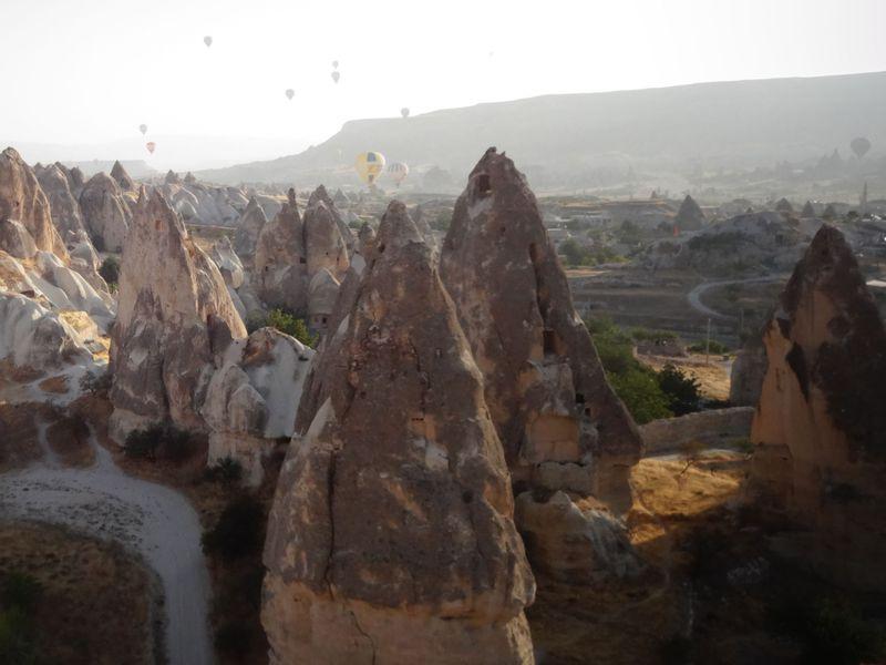 奇岩の大地をまるごと堪能!カッパドキア・バルーンツアー