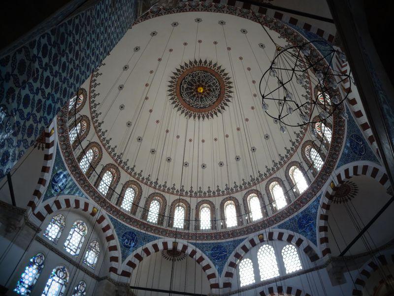 イスタンブールの小さな宝石。リュステム・パシャ・ジャミイは秀逸の美しさ!