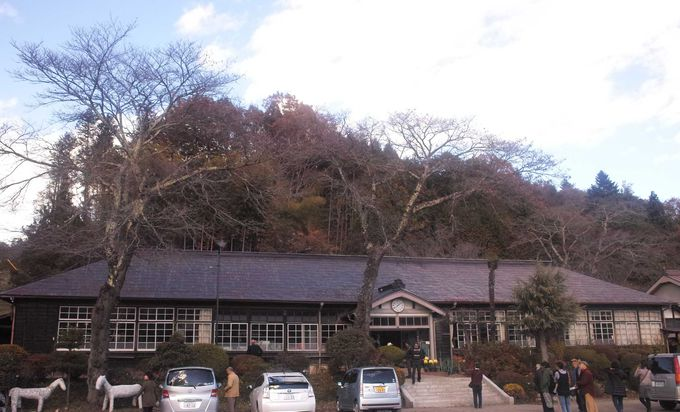 温かみのある木造の校舎が会場です