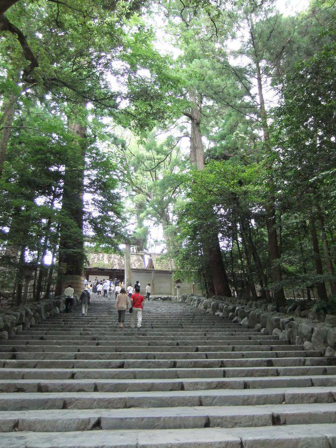 伊勢神宮の正式名称は「神宮」です