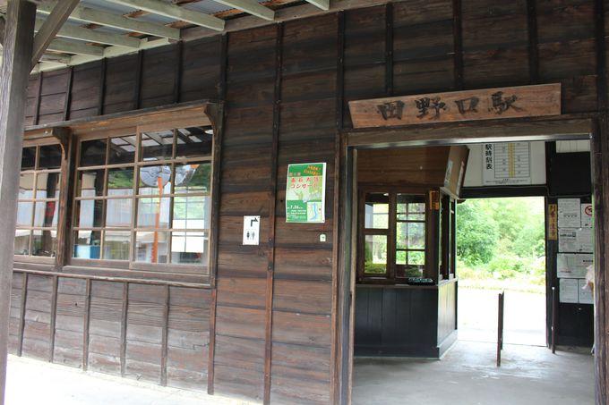 昭和6年に開業したレトロな木造駅舎「田野口駅」