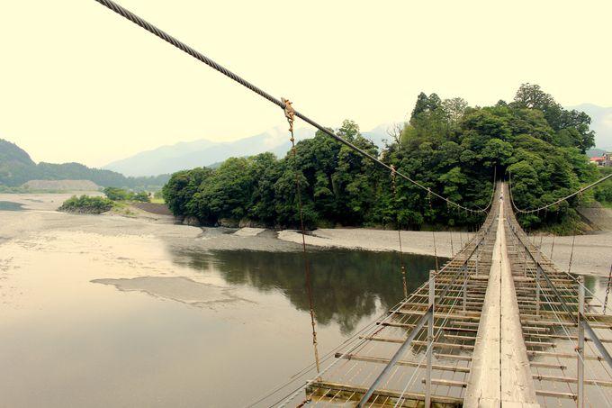 大井川に架かる最長の吊り橋!