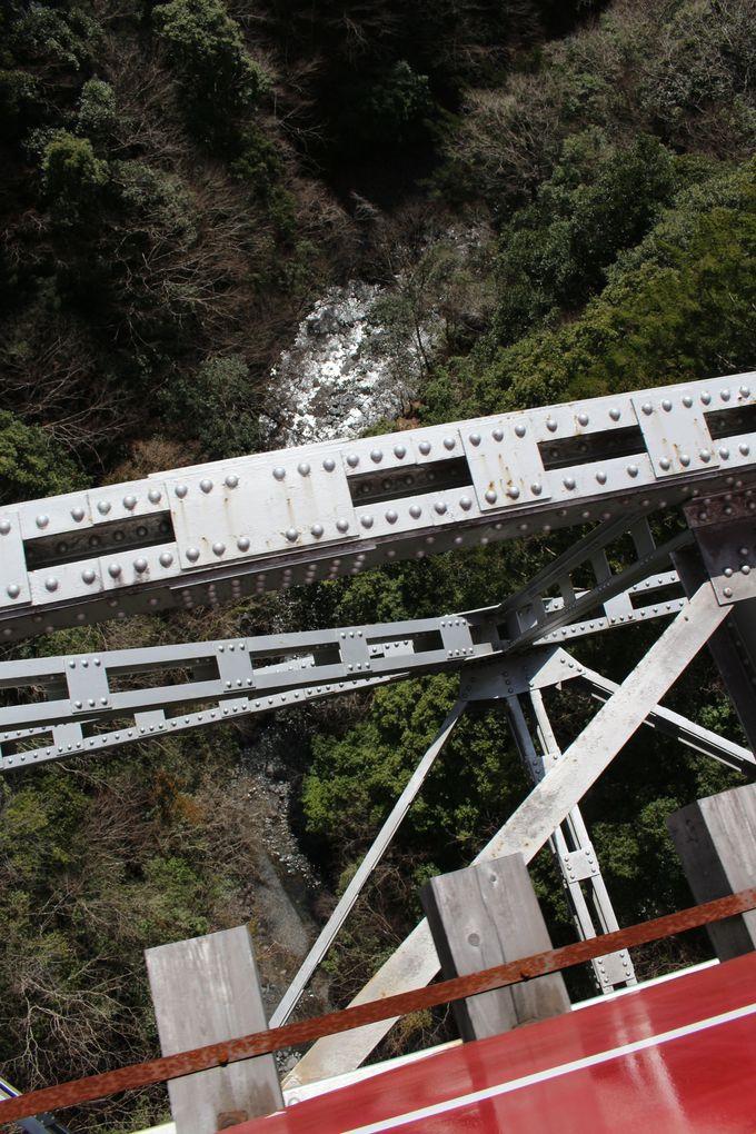 日本一の高さの鉄道橋「関の沢橋梁」